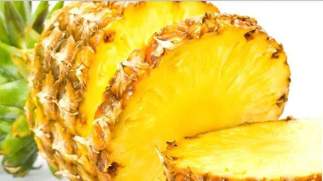 Je me souviens des ananas frais vendus dans la rue en Thaïlande